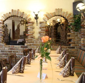 Restaurant-Zagreb-Saal-2-300×293